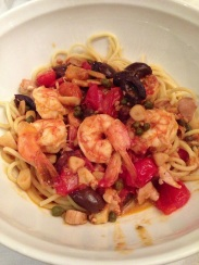 Spaghetti Frank Sinatra: shrimp, clams, black olives, capers and tomatoes